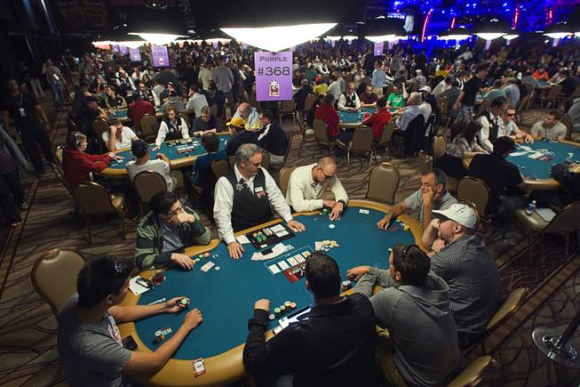 Strategies Vary On How To Play Early Days In World Series Of Poker Main Event Las Vegas Sun Newspaper