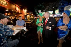 Former Las Vegas Mayor Oscar Goodman stops to chat with ...