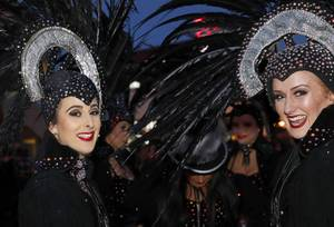 Showgirls brave the cold weather for a Legends in Concert ...
