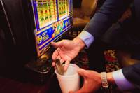 During a recent morning at the El Cortez, Phyllis Henry heard a noise that has become all but extinct on Las Vegas casino floors. It was the ching-ching-ching of coins crashing down from a machine into a metal tray. In this case, it was ...