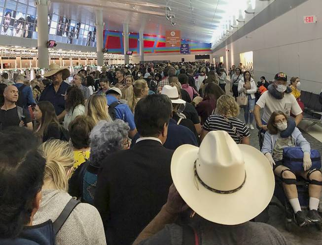 Americans return to long waits for screenings at US airports