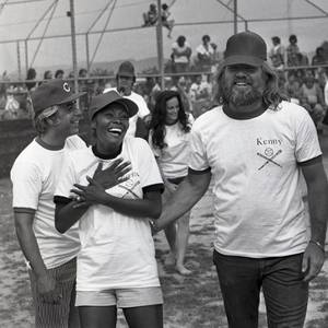 Kenny Rogers and Dionne Warwick share a laugh during the Kenny Rogers and The First Edition celebrity softball game June 2, 1974, in Las Vegas (Las Vegas News Bureau)