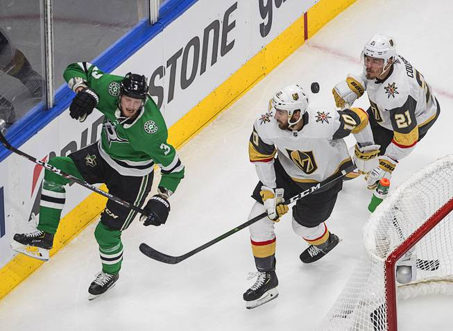 Golden Knights Fall to Stars in Game 4