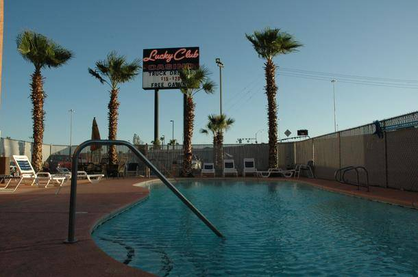 Lucky Club Casino Pool