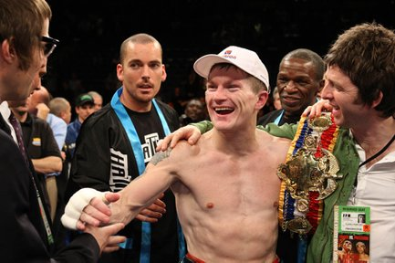 Hatton defeats Malignaggi