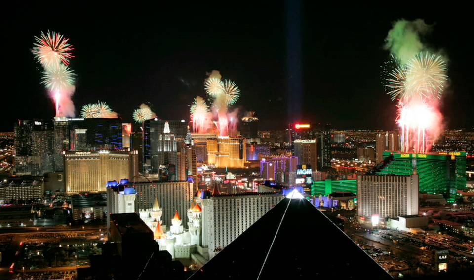 Time-Lapse: New Year\'s Eve 2010 Fireworks