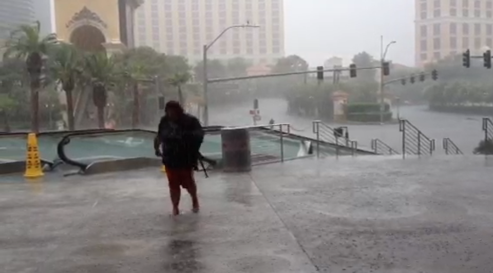 Thunderstorm Floods the Strip